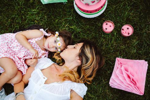 watermelon party festa tema angurie mamma figlia prato