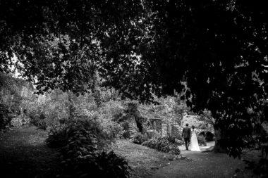 rustic chic sposi giardini di ninfa bianco e nero