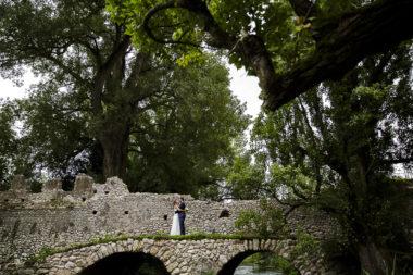 rustic chic sposi giardini di ninfa ponte