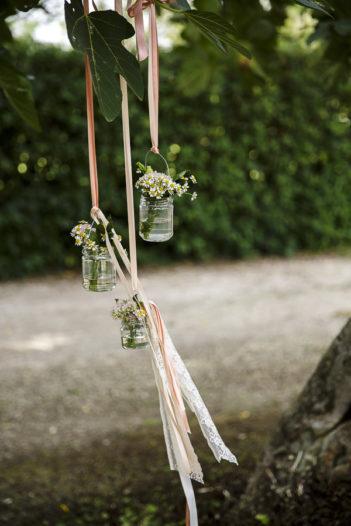 rustic chic vasetti pendenti fiori nastri