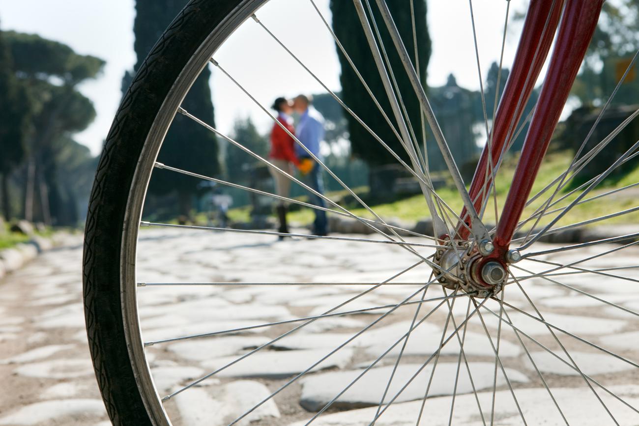 love session passeggiando in bicicletta ruota bacio