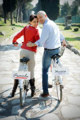 love session passeggiando in bicicletta in bici su via appia sorriso