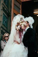 circus-wedding-bacio-uscita-sposi