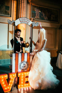 circus-wedding-kissing-booth