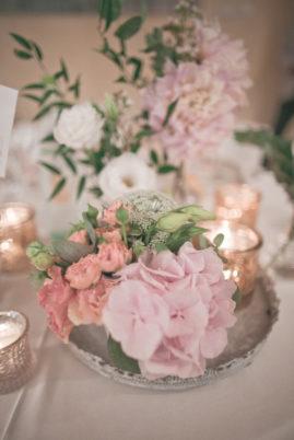 matrimonio romantico in umbria centrotavola floreale