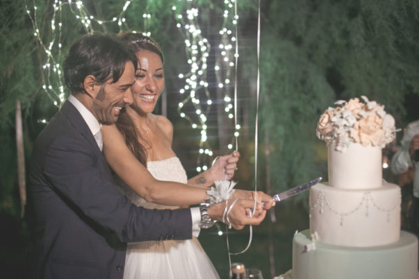 matrimonio romantico in umbria taglio della torta