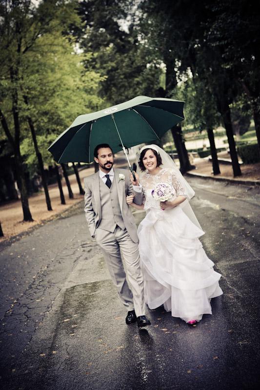 matrimonio vintage sposi villa borghese pioggia