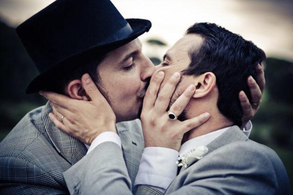matrimonio vintage bacio sposo