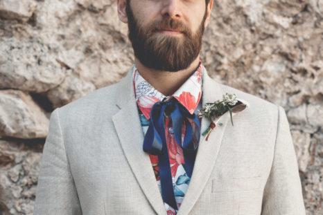 elopement-in-sextantio-particolare-sposo-barba-bottoniera