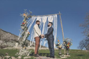 elopement-in-sextantio-matrimonio-gay-arco-boho-chic