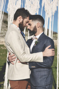 elopement-in-sextantio-coppia-gay-amore