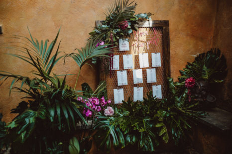 tropical-wedding-tableau