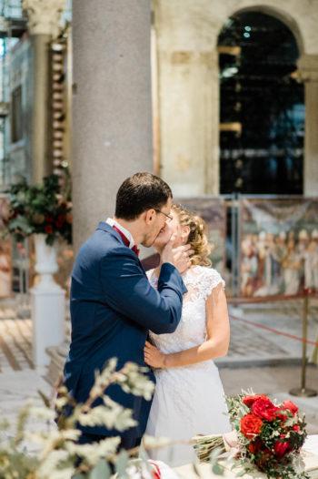 that's-amore-bacio-sposi-chiesa