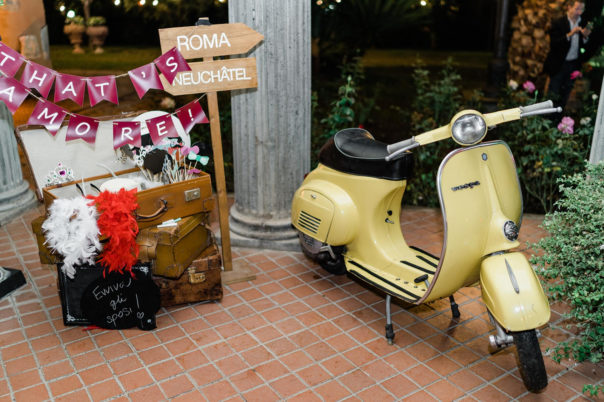 that's-amore-photobooth-vespa-gialla