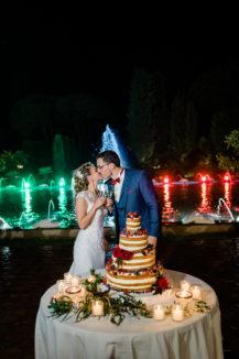 that's-amore-bacio-sposi-torta