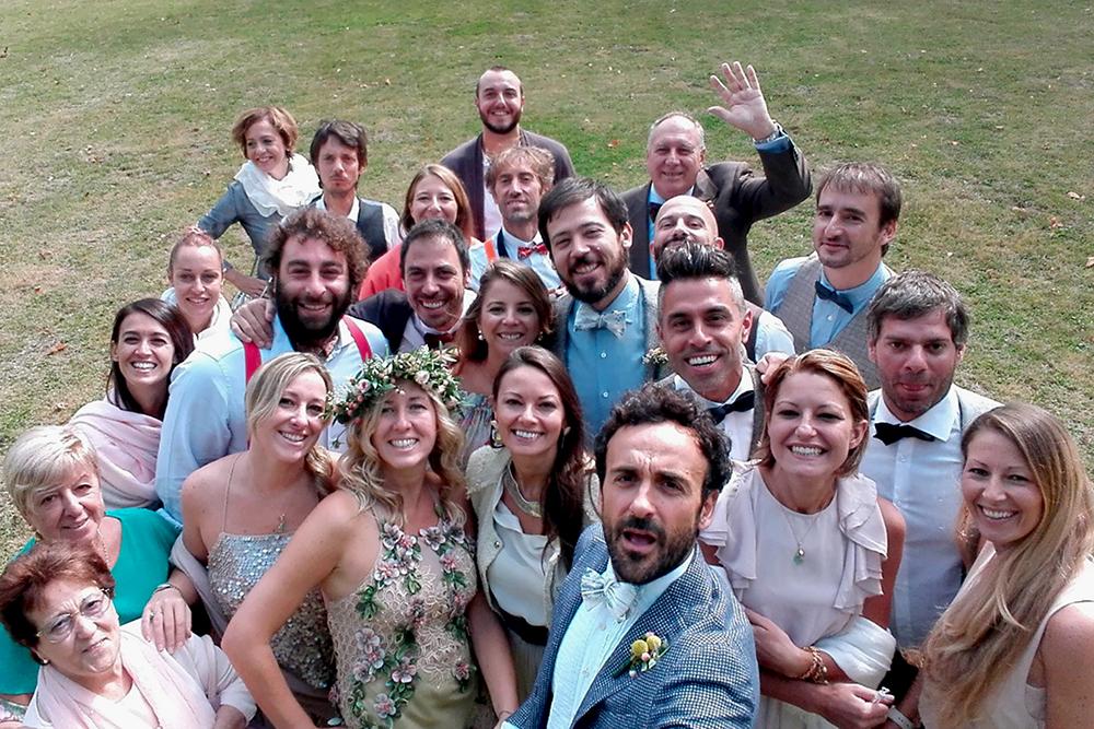 Foto di gruppo matrimonio intimo