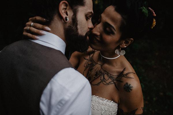 sposi che si baciano